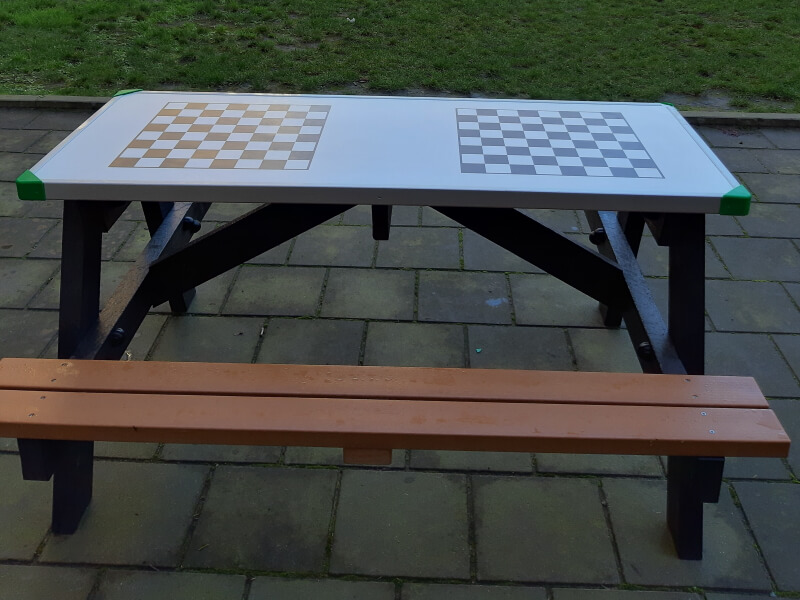 a frame gameboard picknicktafel (